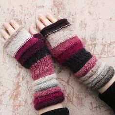 Loom Knitting, Hand Knitting, Knitting Patterns, Half Gloves, Tsumtsum, Fairy Clothes, Fingerless Gloves Knitted, Owl Hat, Knit Fashion