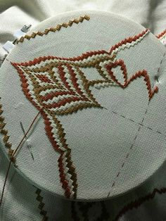 A nice pattern but would really stand out it the colours were shaded rather than contrasted. Broderie Bargello, Bargello Needlepoint, Needlepoint Patterns, Needlepoint Canvases, Types Of Embroidery, Embroidery Patterns Free, Hand Embroidery Stitches, Embroidery Designs, Stitch Book