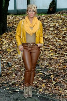 Sleek brown and mustard Leather Combo Autumn Style Brown Leather Pants, Tight Leather Pants, Leather Pants Outfit, Black Leather Skirts, Vinyl Clothing, Boots And Leggings, Leder Outfits, Girls Jeans, Leather Fashion