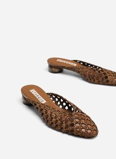 Brown braided mesh mules - View all - Footwear - Uterqüe United Kingdom Shoe Boots, Shoes Sandals, Shoes Sneakers, Mode Wax, Studded Heels, Types Of Shoes, Beautiful Shoes, Summer Shoes, Me Too Shoes
