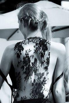 """Alors ici vous pouvez contempler le dos nu du model """"Océane Le Ny"""" recouvert d'une jolie dentelle noire Chanel. Belle Villa, Camisole Top, Tank Tops, Model, Chanel, Dresses, Fashion, Pageants, Photography"""