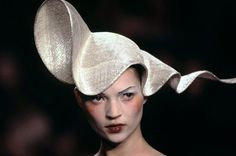 Philip Treacy Hats: a Fashion Icon. hillip Treacy hats: fashion icon. Since the early 1990s the milliner Phillip Treacy Irish creations give humorous elegance to socias costumes.