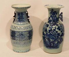 Paar Vasen, China, 19. Jh. mit Blaumalerei, H. 43cm (eine Vase mit fehlendem Henkel)