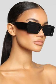 Sunglasses Shop, Sunglasses Women, Cute Glasses, Perfume Making, Estilo Fashion, Eyeglasses For Women, Beauty Hacks, Beauty Tips, Prada