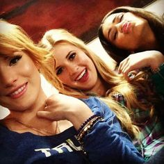 "Caroline Sunshine posted this photo on Thursday (January She looked to be having fun with her ""Shake It Up"" co-stars, Bella Thorne and Zendaya! Bella Thorne Twitter, Bella Thorne Instagram, Bella Thorne And Zendaya, New Instagram, Famous Celebrities, Celebs, Caroline Sunshine, Up Cast, Shake It Up"