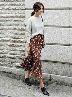 36 new Ideas for style parisian chic midi skirts Mode Outfits, Skirt Outfits, Chic Outfits, Dress Skirt, Fall Outfits, Fashion Outfits, Look Festival, Paris Mode, Moda Fashion