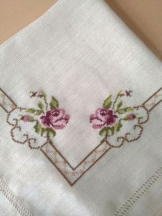 This Pin was discovered by Fat Cross Stitch Rose, Cross Stitch Borders, Cross Stitch Flowers, Cross Stitch Designs, Cross Stitching, Cross Stitch Patterns, Embroidery Stitches, Embroidery Patterns, Hand Embroidery