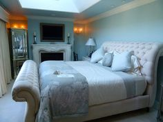 Romance in Washington State: A luxurious room at Cameo Heights Mansion Bed and Breakfast near Walla Walla, Washington. It's a must add to your romantic getaway travel list.