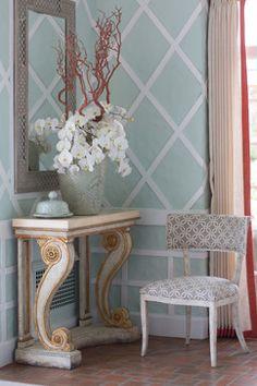Niermann Weeks Lucchese Mirror, Blenheim Console, Gustavian Klismos Chairs. Design by Bradshaw Orrell. niermannweeks.com #NiermannWeeks