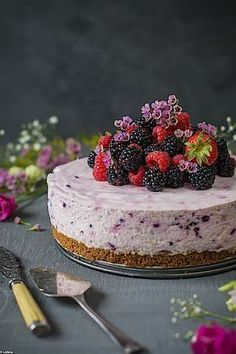 Esta Cheesecake de moras y limón sin horno va a pasar a ser tu tarta favorita y es que las moras cobran en ella otro significado. Me encantan las
