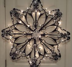 Suzy Homefaker: Snowflake Hanger Tutorial (Dollar tree Craft) – Keep up with the times. Christmas Snowflakes, Diy Christmas Ornaments, Homemade Christmas, Christmas Art, Holiday Crafts, Christmas Holidays, Christmas Wreaths, Hanger Christmas Tree, Stampin Up Christmas