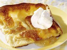 Pannukakku / pancake www. German Desserts, Köstliche Desserts, Delicious Desserts, Dessert Recipes, Deutsche Desserts, Finnish Recipes, Coffee Bread, Pancakes, Waffles
