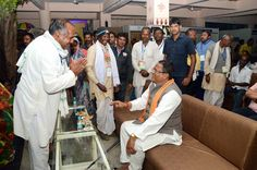 प्रदेश के गृहमंत्री श्री रामसेवक पैकरा हमर छत्तीसगढ़ आवासीय परिसर उपरवारा पहुंचे, जहाँ सरगुजा संभाग के सूरजपुर, सरगुजा एवं बलरामपुर जिले के पंच-सरपंचों ने उनसे मुलाकात की. श्री पैकरा ने प्रतिनिधियों से दो दिवसीय अध्ययन यात्रा के अनुभव के बारे में पूछा. प्रतिनिधियों ने बताया कि राज्य सरकार द्वारा किए गए विकास कार्यों और योजनाओं के संबंध में विस्तार से जानकारी दी गई. गृहमंत्री श्री पैकरा ने उन्हें लोकमंच से संबोधित करते हुए हमर छत्तीसगढ़ योजना के संबंध में बताया.