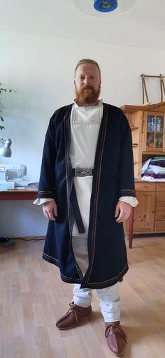 Wikinger Klappenmantel mit Stickerei Mantel, Dresses, Fashion, Vikings, Embroidery, Vestidos, Moda, Fashion Styles, Dress