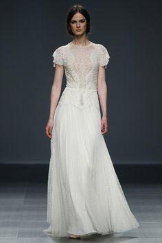 De la nota: Vestidos de novia lenceros y al más puro estilo siglo XIX  Leer mas: http://www.hispabodas.com/notas/2943-vestidos-novia-lenceros-y-estilo-siglo-xix