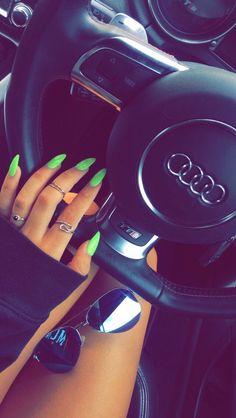 Green nails, trendy nail colors for summer 2018 Neon Nail Polish, Neon Nails, Love Nails, How To Do Nails, My Nails, Neon Green Nails, Neon Nail Colors, Neon Acrylic Nails, Nail Nail