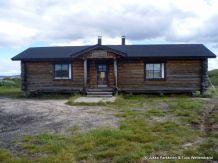 Cottage in Pöyrisjärvi Enontekiö wilderness, Lapland of Finland. Varaus- ja autiotupa sijaitsee Pöyrisjärven etelärannalla, Naapanjärvestä Pöyrisjärveen laskevan joenuoman vieressä. Jukka Parkkinen