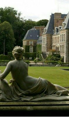 Chateau de Courances, at the western edge of the Forest of Fontainebleau, France Palaces, Beautiful Castles, Beautiful Places, English Country Manor, Magic Places, Belle France, French Castles, Famous Castles, French Architecture