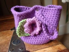 Cute crochet bag from Dot's Ditty Bag free pattern on Crochetville and Ravelry