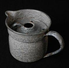 Melkkoker van grijs gewolkt granitware