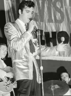 Elvis performed at the  Multnomah Stadium in Portland to 14,600 fans attended the show on September 2,1957
