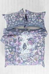 UO Plum & Bow Floral Skull Duvet Cover Brand new urban outfitters duvet cover for a twin xl. Also comes with a new matching pack of two standard pillow shams. Amazing duvet cover with skull. Sold out. Plum & bow Urban Outfitters Other My New Room, My Room, Duvet Covers Urban Outfitters, Skull Decor, Dream Bedroom, Master Bedroom, My Dream Home, Decoration, Bedroom Decor