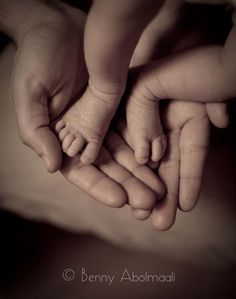 little newborn feet via Benny Abomaali photography.