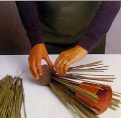 Esta composición es fácil de armar si tenemos un poco de paciencia, ideal para mesas o rincones que quieran dar la bienvenida al otoño med...