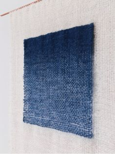mimi_jung_weaving_indigo1 Loving the three-dimensionality of this piece- white warp just carried behind the blue??
