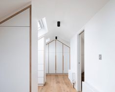 Victorian loft conversion by A Small Studio creates relaxation oasis A dormer window offers views of the garden from this reading room, which is one of three new loft spaces created for a London home by A Small Studio Joanna Gaines, Modern Roofing, Dormer Windows, Pergola Attached To House, Roof Architecture, London House, Roof Light, Small Studio, Glass Roof