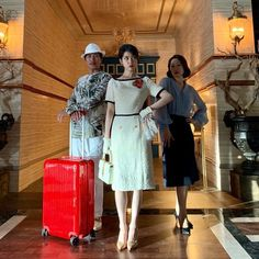 Hotel Del Luna is a series that has featured amazing jaw dropping fashion. All worn by the hotel's CEO Jang Man-wol. Read about Man-Wol Outfits here. Choi Seo Hee, Music Girl, Checkered Suit, Luna Fashion, Film Anime, Mode Kawaii, Off White Dresses, Satin Shorts, Leather Trench Coat
