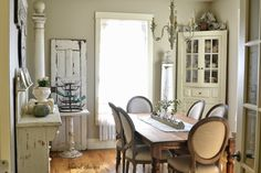 Faded Charm dining room