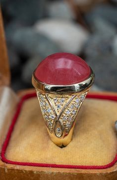 This beautiful cocktail ring is from H Stern and the gemstone is Rhodochrosite. Your new favorite gem? Sku AG17380. Diamond Shapes, Diamond Cuts, Brilliant Diamond, Cocktail Rings, 18k Gold, Wedding Rings, Engagement Rings, Gemstones, Jewelry