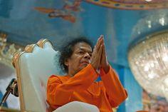 Sathya Sai Baba namaskar photo 1,   Sathya Sai Namaskar Farewell Darshan Photo, http://www.lordsai.com/Sai-Namaskar-Coin.html