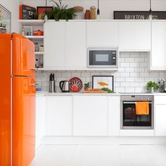 Kitchen trends 2019 – stunning and surprising kitchen design trends and ideas for the new year Affordable Kitchen Cabinets, Kitchen Cabinetry, Kitchen On A Budget, Kitchen Countertops, Cheap Cabinets, Cheap Kitchen, Kitchen Buffet, Old Kitchen, Kitchen Decor