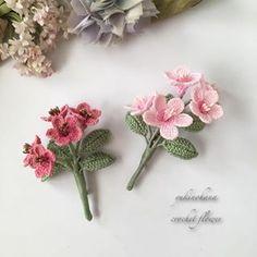 Crochet Brooch, Knit Crochet, Wood Slice Crafts, Crochet Jewelry Patterns, Miniture Things, Heart Patterns, Handmade Flowers, Flower Brooch, Flower Crafts