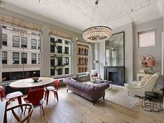 tufted lavender Chesterfield offers a delicate counterpoint to the cherry red Eames Molded Plywood Lounge Chairs in this bright SoHo loft. Style At Home, Home Look, Soho Loft, Elegant Home Decor, Elegant Homes, New Yorker Loft, Home Office, Vintage Sofa, Vintage Glam
