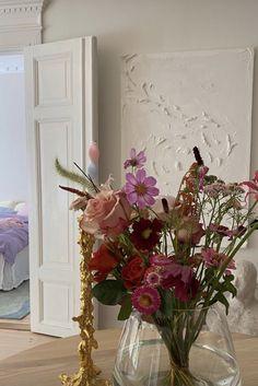 My Flower, Beautiful Flowers, Red Flowers, Arte Sharpie, Image Pastel, No Rain, Flower Aesthetic, Beige Aesthetic, My New Room