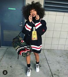monster bag, striped sweater and white sneakers | street style inspiration Dope Outfits, School Outfits, Fall Outfits, Black Outfits, Summer Outfits, Teen Fashion, Fashion Line, Urban Fashion, Fashion Outfits