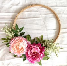 How To : Embroidery Hoop Wreath DIY – Spring Wreath İdeas. Simple Embroidery, Paper Embroidery, Embroidery Ideas, Wedding Embroidery, Embroidery Hoops, Lighted Wreaths, Door Wreaths, Summer Decoration, Succulent Wreath