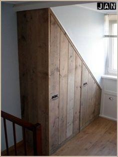 Mooie oplossing voor verloren hoekjes onder een schuin dak.
