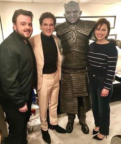 {Swipe} Rose Leslie, Emilia Clarke and John Bradley supported Kit Harington on last night 🔥🙌 - Game Of Thrones Poster, Game Of Thrones Cast, Kit Harington, Acteurs Game Of Throne, Game Of Throne Actors, Rose Leslie, Game Of Trones, Night King, Hommes Sexy