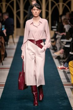 Marc Cain Berlin Herbst/Winter - Fashion Shows 2020 Fashion Trends, Fashion 2020, New Fashion, Runway Fashion, Fashion Show, Fashion Design, Vogue Paris, Mode Outfits, Fashion Outfits