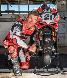 Ducati Desmo, Bike Suit, Red Motorcycle, Dragon Sleeve Tattoos, Super Bikes, Motogp, Troy, Biker, Motorcycles