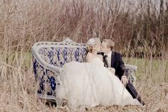 Gorgeous navy blue vintage couch. The perfect love seat. Photo: Lene Photography