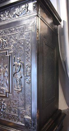 17-го века резной из черного дерева и отделкой под черные дерево деревянный шкаф, Париж - реф.56119