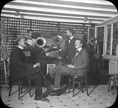 """""""Sección de Fonógrafos de la Optica Corrons de Barcelona en el año 1900. Mi abuelo, José Corrons fue pionero en la importación de fonógrafos de la marca norteamericana Edison que vendía en su tienda de Optica. Estos aparatos fueron los precursores del gramófono y del tocadiscos. Los fonógrafos impresionaban y reproducian las voces de los artistas mas famosos de la época en cilindros de cera, que mas adelante adoptaron la forma plana y circular de los conocidos discos. Desde 1898 hasta 1904…"""