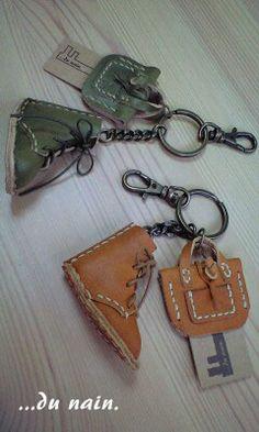 ミニチュア編み上げブーツ新色登場。[no,125&126] - carefreeな日々。 Leather Keyring, Leather Dog Collars, Leather Pouch, Leather Earrings, Leather Jewelry, Leather Art, Sewing Leather, Leather Design, Leather Pencil Case