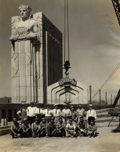 Completing the Guardians of Traffic in 1932 on the Lorain Carnegie Bridge, Cleveland. Downtown Cleveland, Cleveland Rocks, Cleveland Skyline, Victorian Photos, Vintage Photos, The Buckeye State, Art Deco Buildings, Art Deco Design, Architecture Details