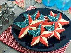 Easy tutorial for patriotic barn star cookies. Perfect for the 4th of July! By Semi Sweet Designs #decoratedcookies #4thofJuly